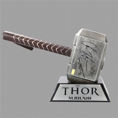 lot detail avengers cast autographed museum replicas thor 1 1 scale steel mjolnir hammer. Black Bedroom Furniture Sets. Home Design Ideas