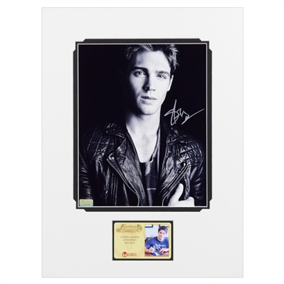 Steven McQueen Autographed Black and White 8x10 Matted Photo